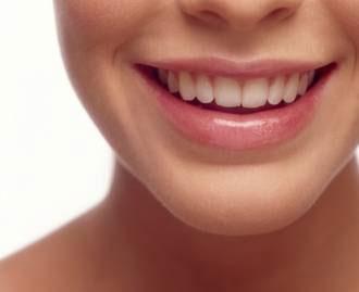 Muy de moda, el blanqueamiento dental debe hacerse con precaución